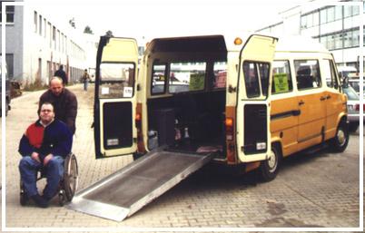 Neoplan-Busse wurden durch Kleintransporter ausgetausch